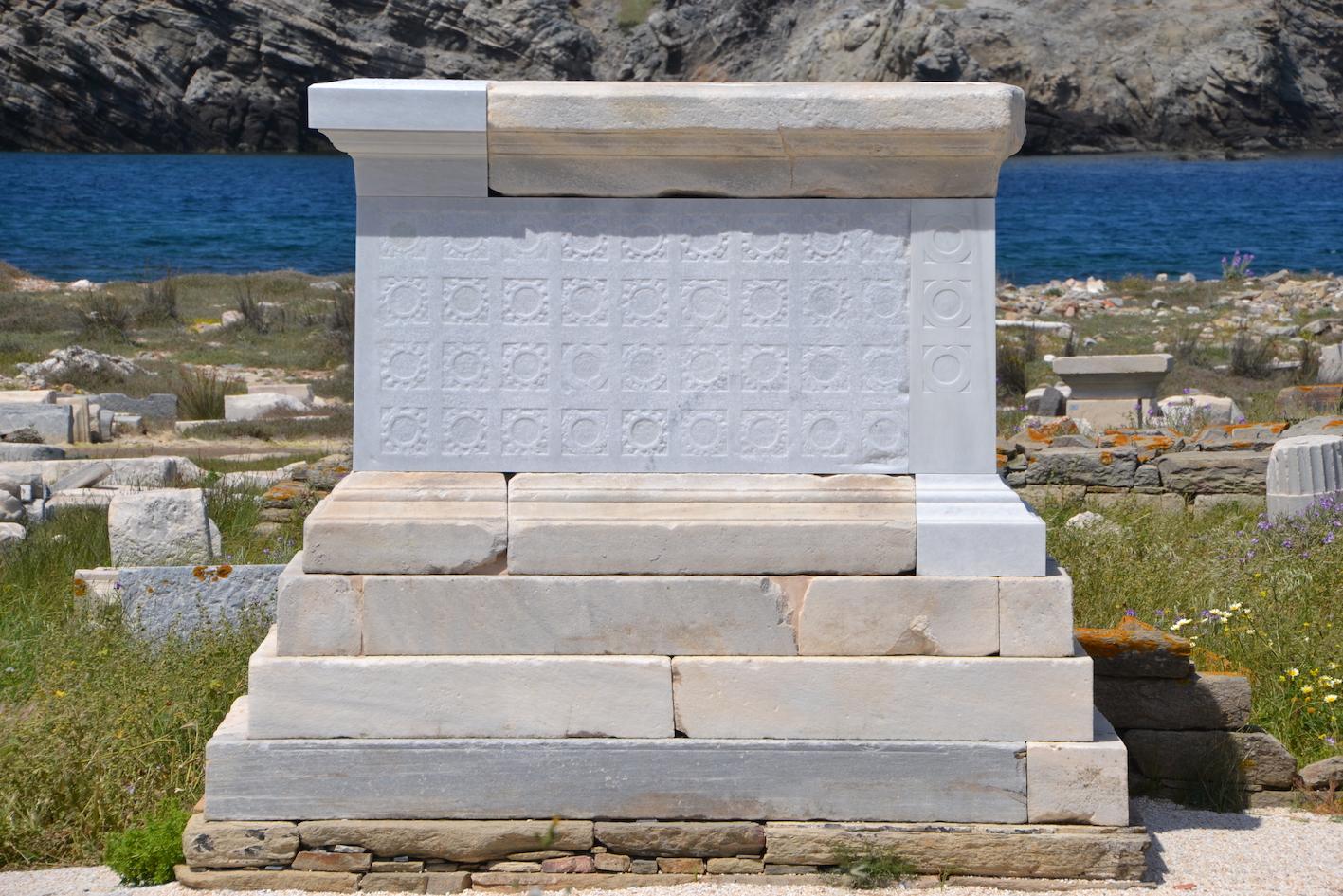 Le monument à la fin du chantier, de l'est