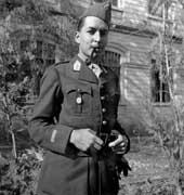 EFA cliché n° N512-011 : P. Amandry en uniforme militaire, 1939.