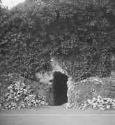 EFA cliché n° N641-001 : Entrée de l'abri de défense passive, [1940].