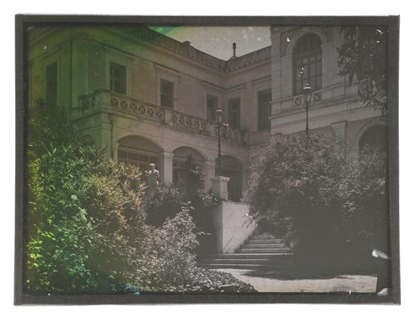 Autochrome, Vue de la façade principale / EFA, Fonds J. Chamonard, cl. D. Griva