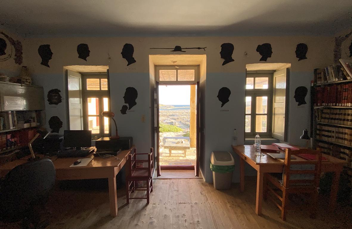 Délos vue depuis l'intérieur de la maison de fouilles, cliché Guy Ackermann