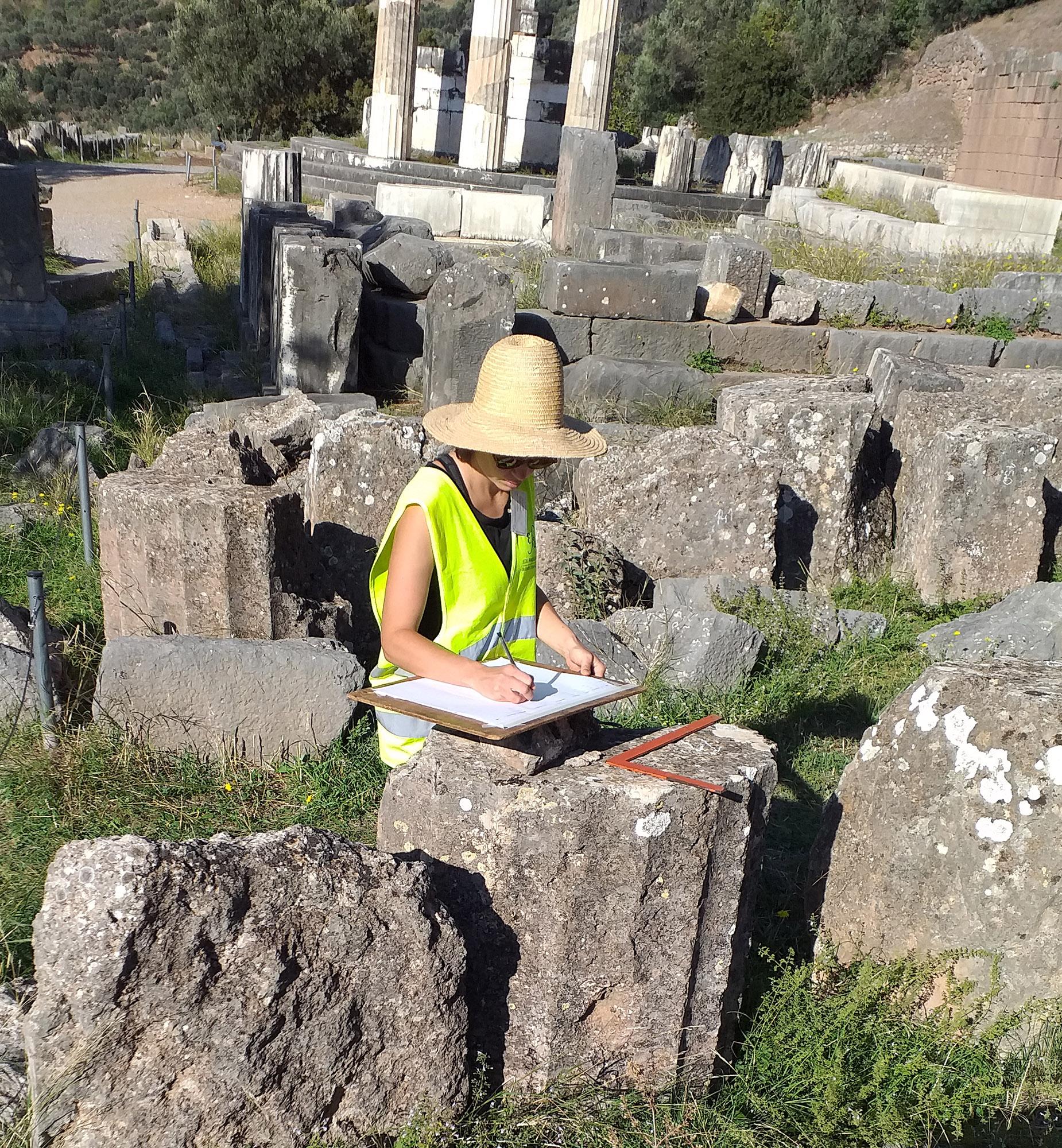 Inventaire des blocs sur la terrasse de Marmaria, 2020 © EFA/Mission Delphes-Marmaria