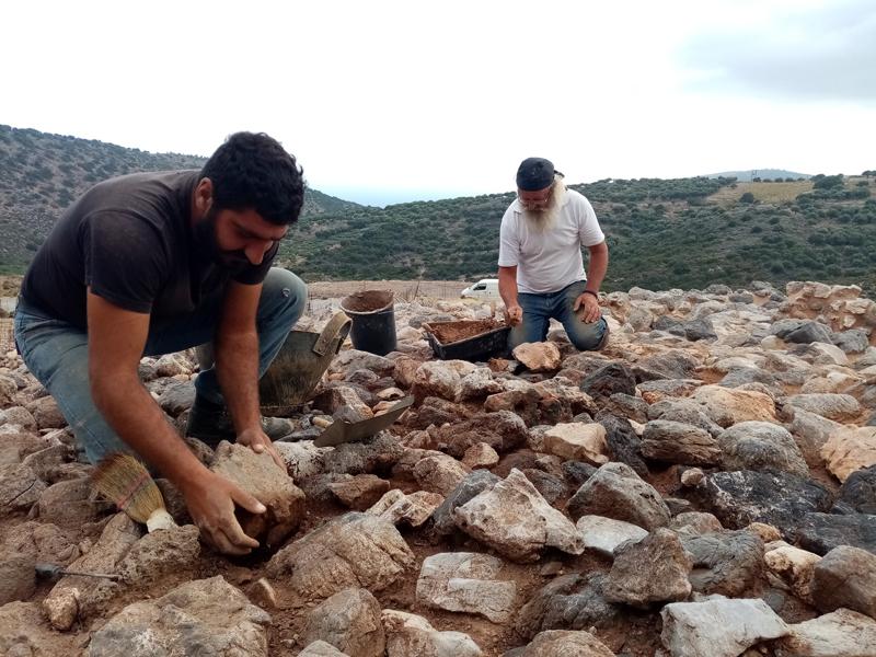 2020- M. Kasotakis et son équipe au travail sur le tumulus ©EFA, Mission Anavlochos- F. Gaignerot-Driessen
