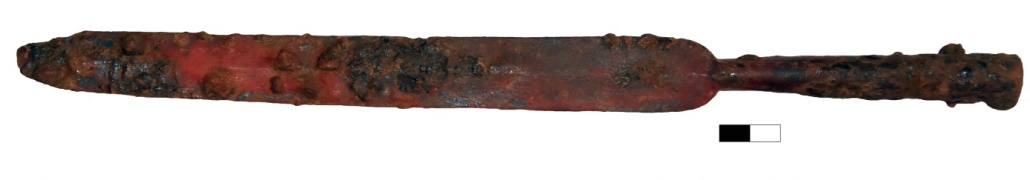 Fer de lance provenant de la quatrième fosse/Spearhead from the fourth pit/Αιχμή δόρατος από τον τέταρτο λάκκο ©EFA/Anavlochos Project/P. Baulain