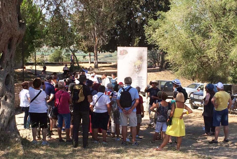 Groupe à l'entrée du parc archéologique