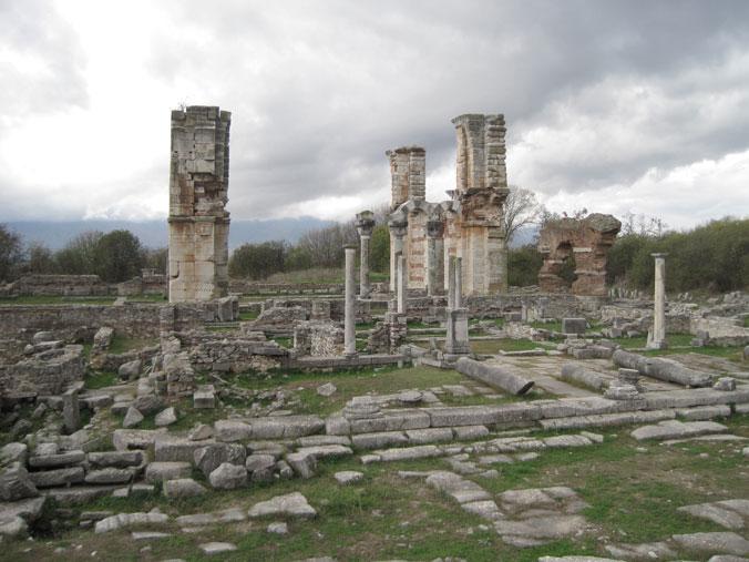 Philippes, la terrasse basse du forum et la Basilique B ©EFA, Cl. Sarrazanas