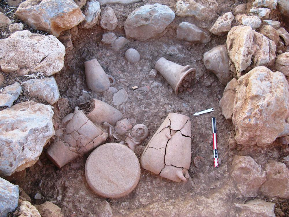 Fig.9 Espace 32, dépôt de destruction MM IIB en cours de fouilles